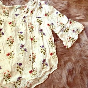 Tops - Bell sleeve white floral top